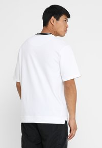 Nike Performance - DRY HOOP FLY - Print T-shirt - white/black - 2