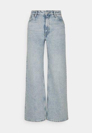 YOKO CROPPED - Straight leg jeans - blue dusty light