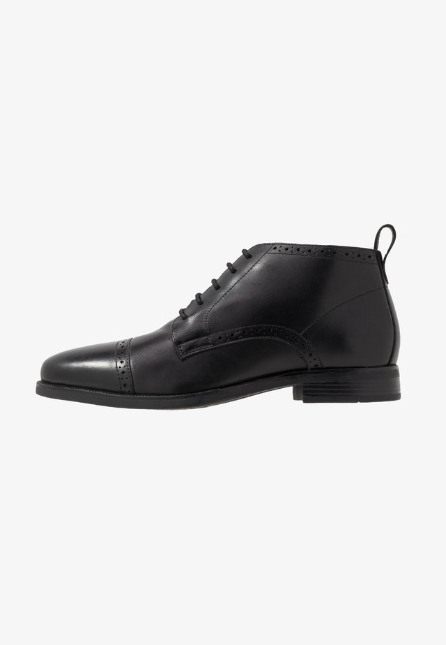 BROGUE DETAIL  - Veterschoenen - black