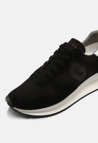 Guess - MADE SMART - Trainers - black - 4