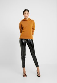 Missguided Tall - ZIP DETAIL TROUSERS - Stoffhose - black - 1
