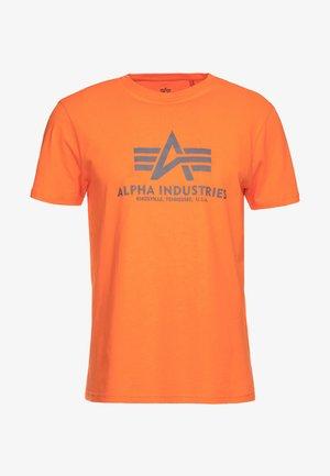BASIC - Print T-shirt - alpha orange