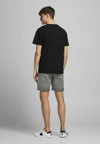 Jack & Jones - Shorts - silver birch - 2
