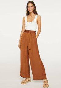 OYSHO - Pantalon classique - brown - 0