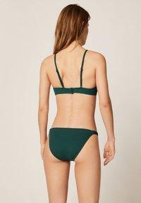 OYSHO - TEXTURIERTES TRIANGEL-BIKINIOBERTEIL 30712139 - Bikini top - evergreen - 1