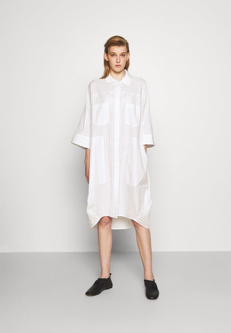 Henrik Vibskov - FUNNEL SHIRTDRESS - Denní šaty - white