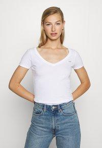 Hollister Co. - ICON MULTI 3 PACK - Basic T-shirt - white/black/light grey - 2