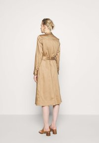 Marc O'Polo PURE - DRESS LONG SLEEVES UTILITY DETAILS CARGO POCKET - Skjortekjole - mellow almond - 2