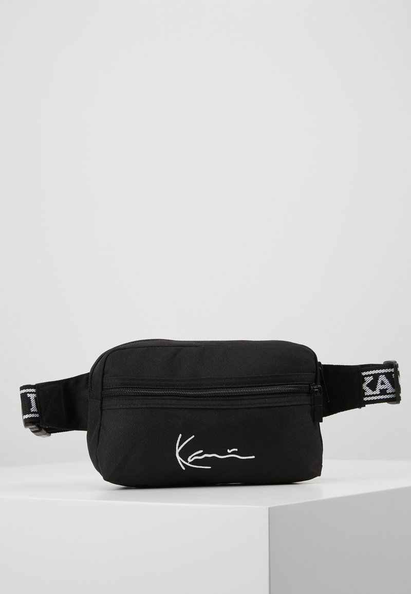 Karl Kani - KK SIGNATURE TAPE HIP BAG - Marsupio - black/white