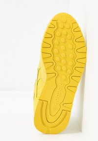 Reebok Classic - CLASSIC - Sneakersy niskie - utility yellow/white - 6