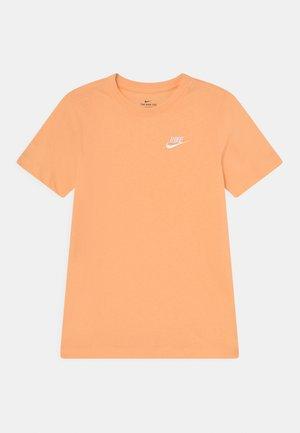 FUTURA TEE  - Basic T-shirt - orange chalk/white
