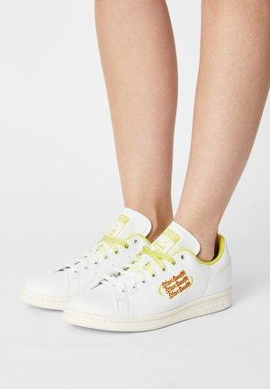 STAN SMITH - Sneakers laag -  white/scarlet/acid yellow
