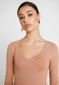 Even&Odd - 2 PACK BODYSUIT BASIC - Long sleeved top - camel/black - 6