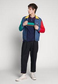 Wrangler - COLOURBLOCK - Polo shirt - navy - 1