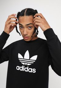 adidas Originals - TREFOIL CREW UNISEX - Sweatshirt - black - 4