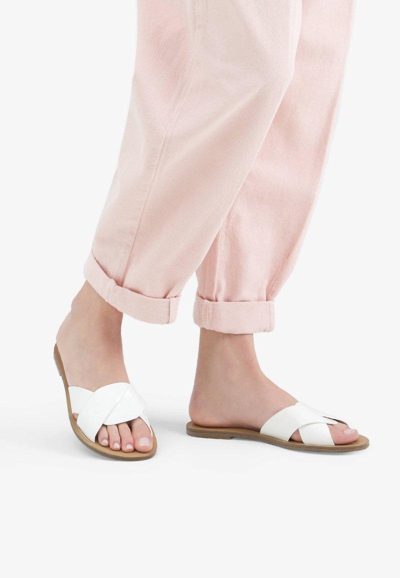Bershka - Pantofle - white