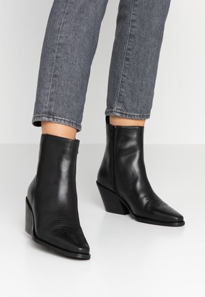 VMPALA BOOT - Cowboy/biker ankle boot - black
