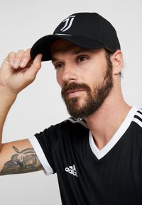 adidas Performance - JUVENTUS TURIN C40 CAP - Cappellino - black/white/active pink - 1