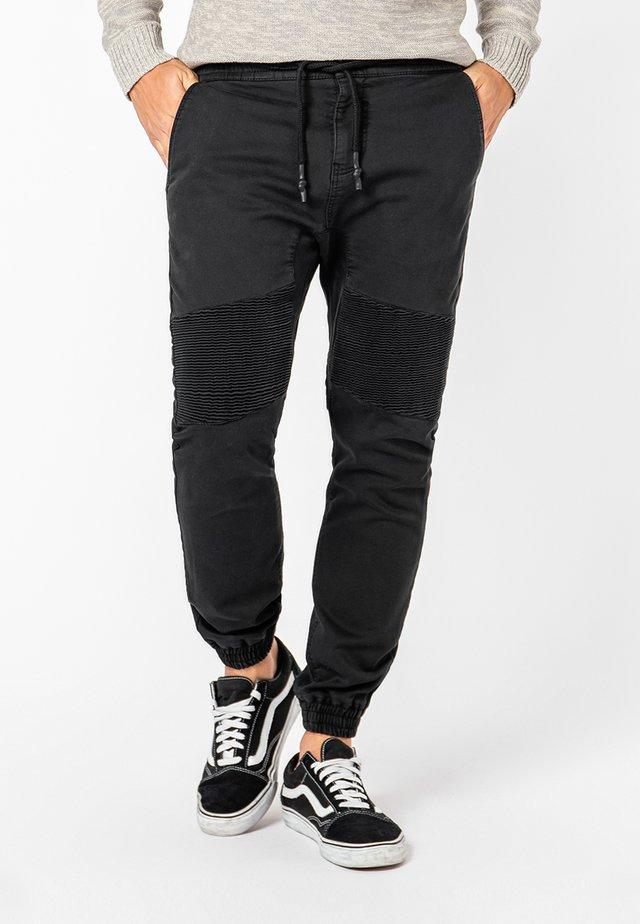 MIT BIKERNÄHTEN - Jeans Tapered Fit - black