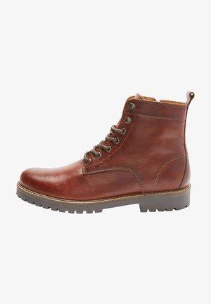 Šněrovací kotníkové boty - tan