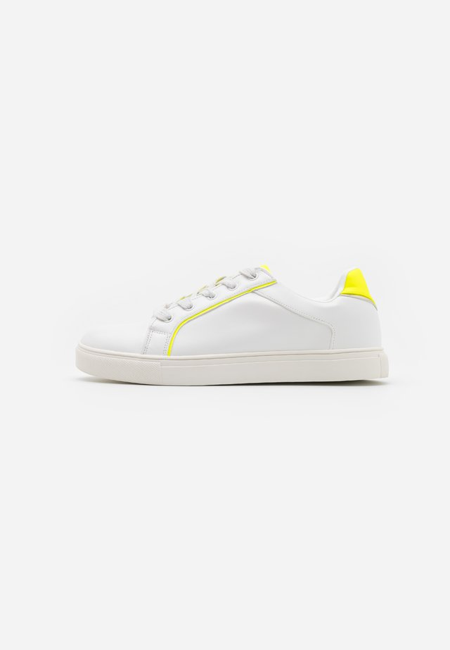 TANYA BINDING TRAINER - Sneakers basse - neon yellow