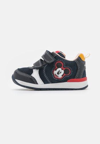 DISNEY MICKEY MOUSE BABY RISHON BOY - Sneaker low - navy/white