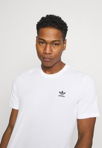 adidas Originals - ESSENTIAL TEE - T-shirt - bas - white - 3
