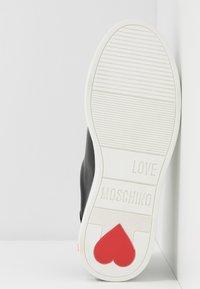 Love Moschino - GRAPHIC - Zapatillas - black - 6