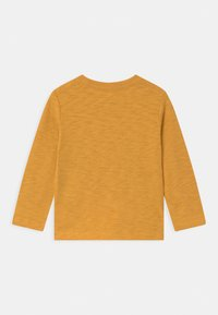 GAP - TODDLER BOY GRAPHICS - Long sleeved top - bright gold - 1