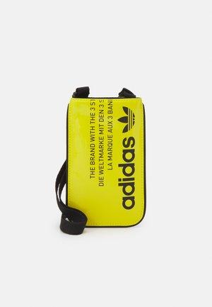 POUCH UNISEX - Taška spříčným popruhem - yellow