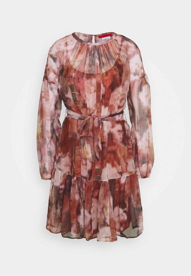 ZIRCONE - Vapaa-ajan mekko - burgundy