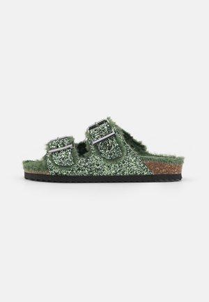 FURRY BIO GLITTER - Pantofle - verde