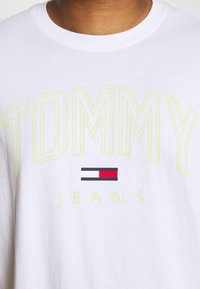 Tommy Jeans Plus - SHADOW TEE - Print T-shirt - white - 4