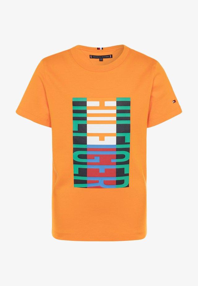 FUN FLAG TEE  - T-shirt med print - orange