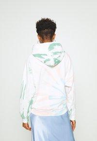 Levi's® - GRAPHIC HOODIE - Hættetrøjer - white/multi-coloured - 2