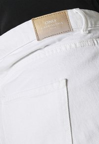 ONLY Carmakoma - CARELLY LIFE MOM - Relaxed fit jeans - white - 5