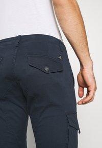 Jack & Jones - JJIPAUL JJFLAKE  - Cargo trousers - navy blazer - 4