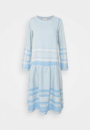 JOSEFINE - Denní šaty - sky