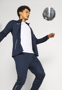 Nike Performance - DRY ACADEMY SUIT SET - Tuta - obsidian/white - 3