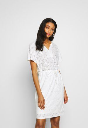 JDYTAG BELT DRESS - Abito in maglia - cloud dancer