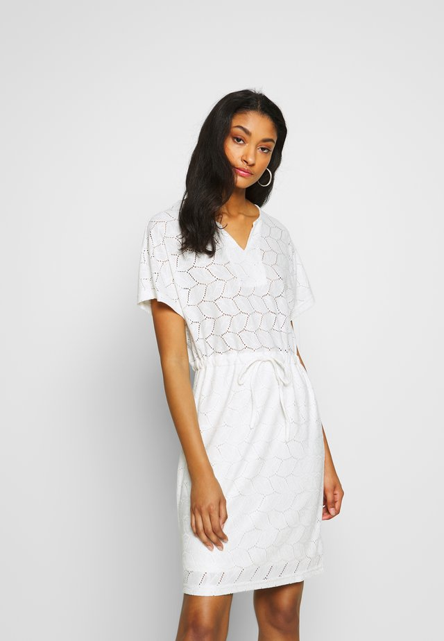 JDYTAG BELT DRESS - Robe pull - cloud dancer
