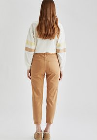 DeFacto - Relaxed fit jeans - beige - 2