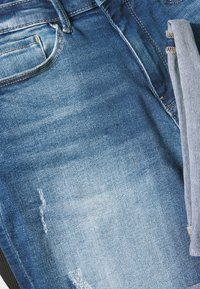 ONLY - ONLPAOLA LIFE - Denim shorts - medium blue denim - 5