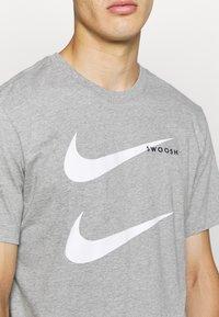 Nike Sportswear - TEE - Camiseta estampada - grey - 5
