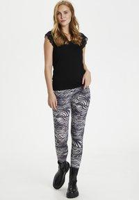 Culture - CUSEMIRA  - Leggings - Trousers - zebra - 0