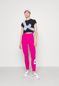 Nike Sportswear - FUTURA - Leggings - Trousers - fireberry/white