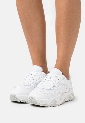 SCARPA DONNA WOMAN`S SHOES - Trainers - white