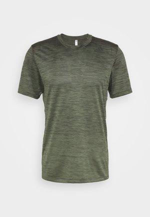 GRADIENT TEE - T-Shirt basic - legend earth mel