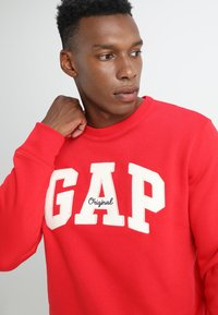 GAP - ORIGINAL ARCH CREW - Bluza - pure red