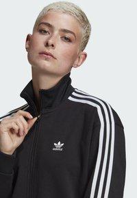 adidas Originals - LONG ADICOLOR CLASSICS PRIMEBLUE TRACK JACKET - Kurtka sportowa - black - 3